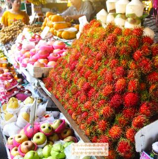 Delicious, sweet rambutan at ton Payom market in Chiang Mai, Thailand. | yumsome.com