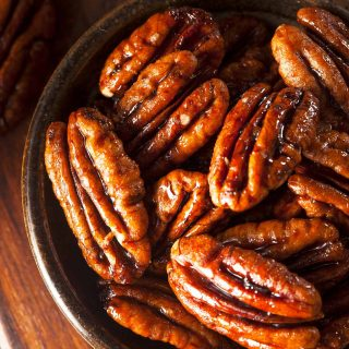 My simple vegan candied pecans make a satisfying sweet treat on their own, or as a topping for porridge, puddings, or rich and creamy vegan ice cream. | yumsome.com