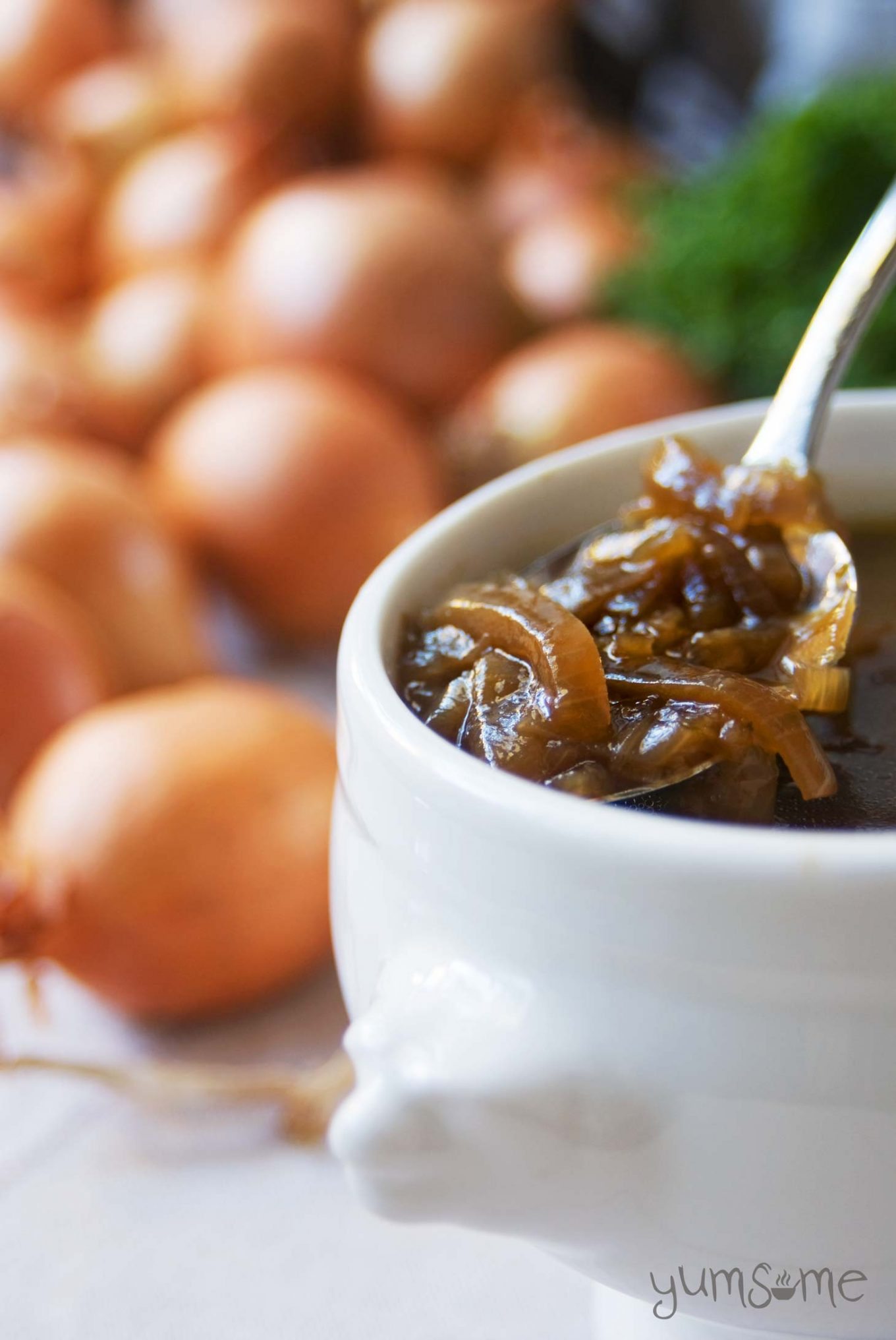 Slowly caramelising the onions gives this rich soup loads of depth of flavour, with just a hint of sweetness. | yumsome.com