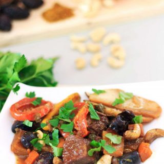 Deelish and comforting, my vegan Seitan and Prune Tagine with Cashews takes just 35 minutes to cook! | yumsome.com