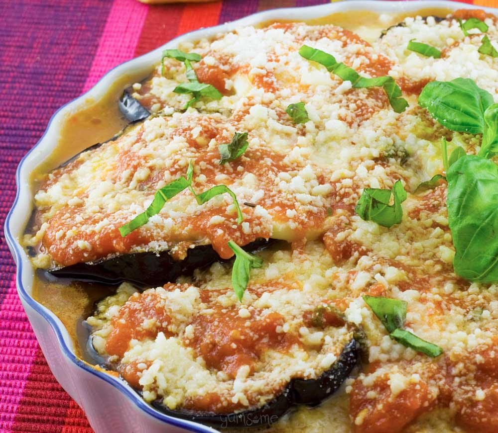 My vegan parmigiana di melanzane is a delicious oven-baked dish with aubergine, home-made tomato and herb sauce, and vegan mozzarella and parmesan cheeses. | yumsome.com