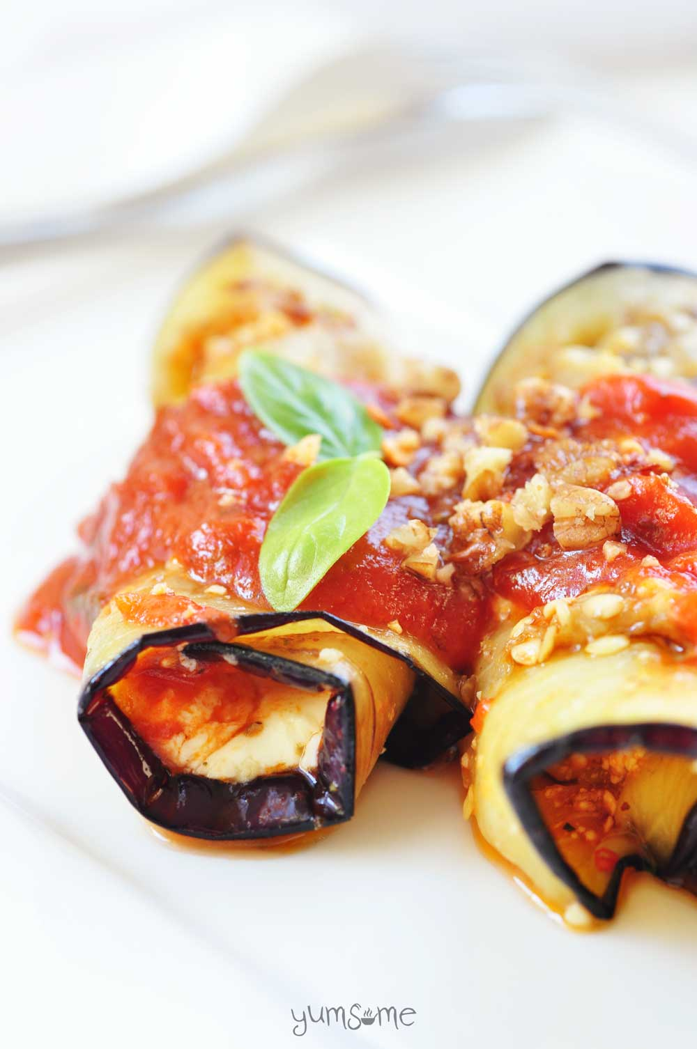 You won't go wrong with my easy vegan eggplant roll-ups - a delicious, creamy, baked combination of aubergine, spinach, tomato, and tangy vegan ricotta. | yumsome.com
