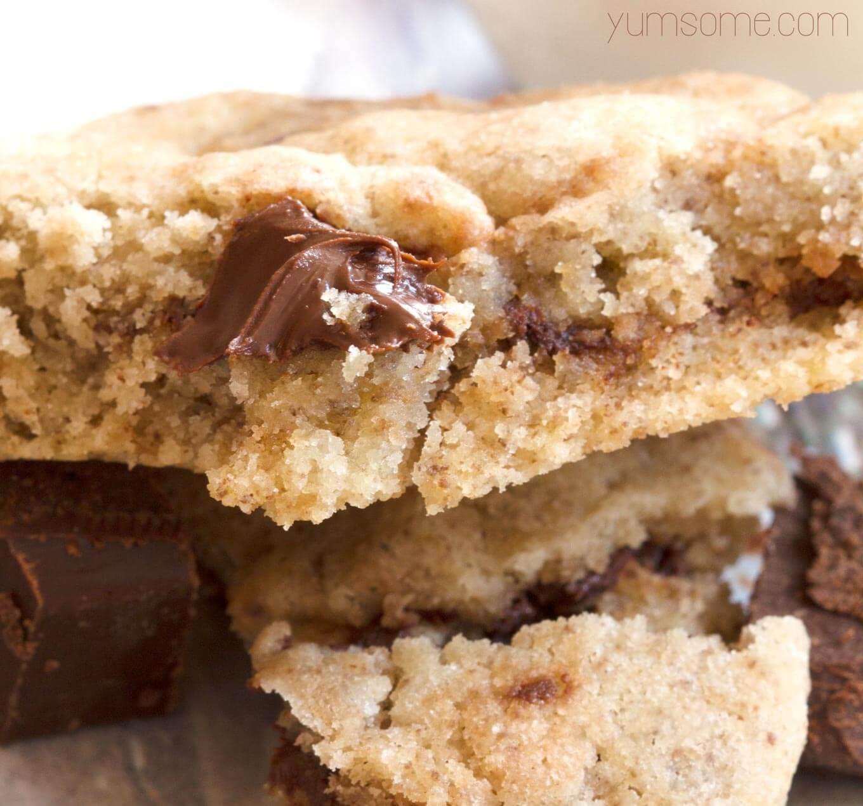 inside a vegan choc chunk cookie | yumsome.com