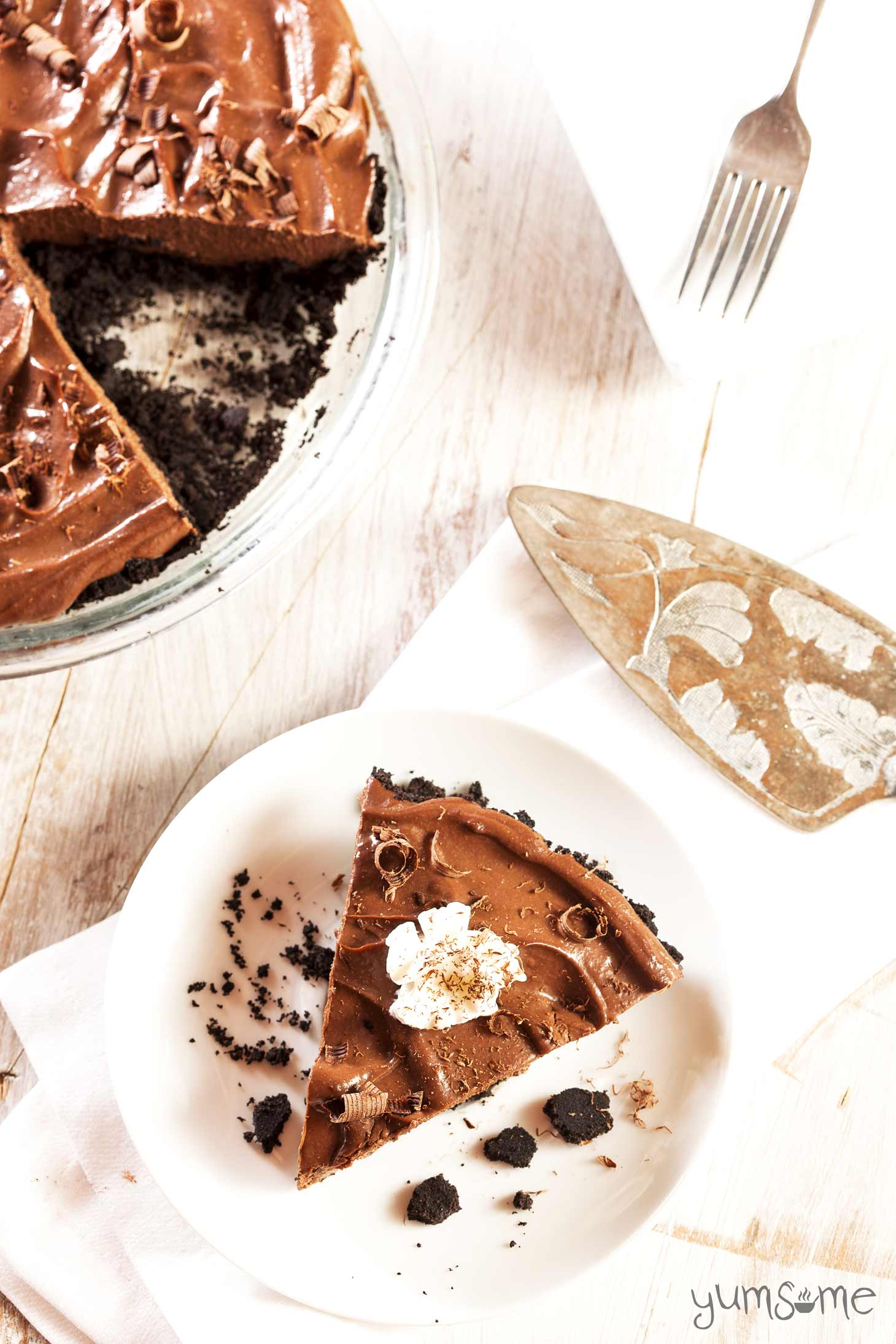 My decadent raw vegan chocolate tart is a great alternative to traditional Christmas pudding. It's gluten- and soy-free too, and contains no refined sugar. | yumsome.com