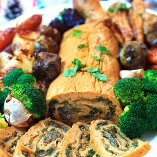 Simple to make, economical, and totally delicious, this roast stuffed seitan roulade is so perfect for your vegan Christmas! | yumsome.com