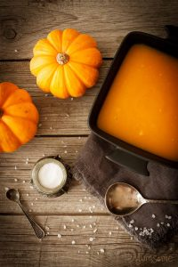 My filling and warming 80 calorie pumpkin soup is ridiculously easy to make, and is completely delicious and satisfying. | yumsome.com