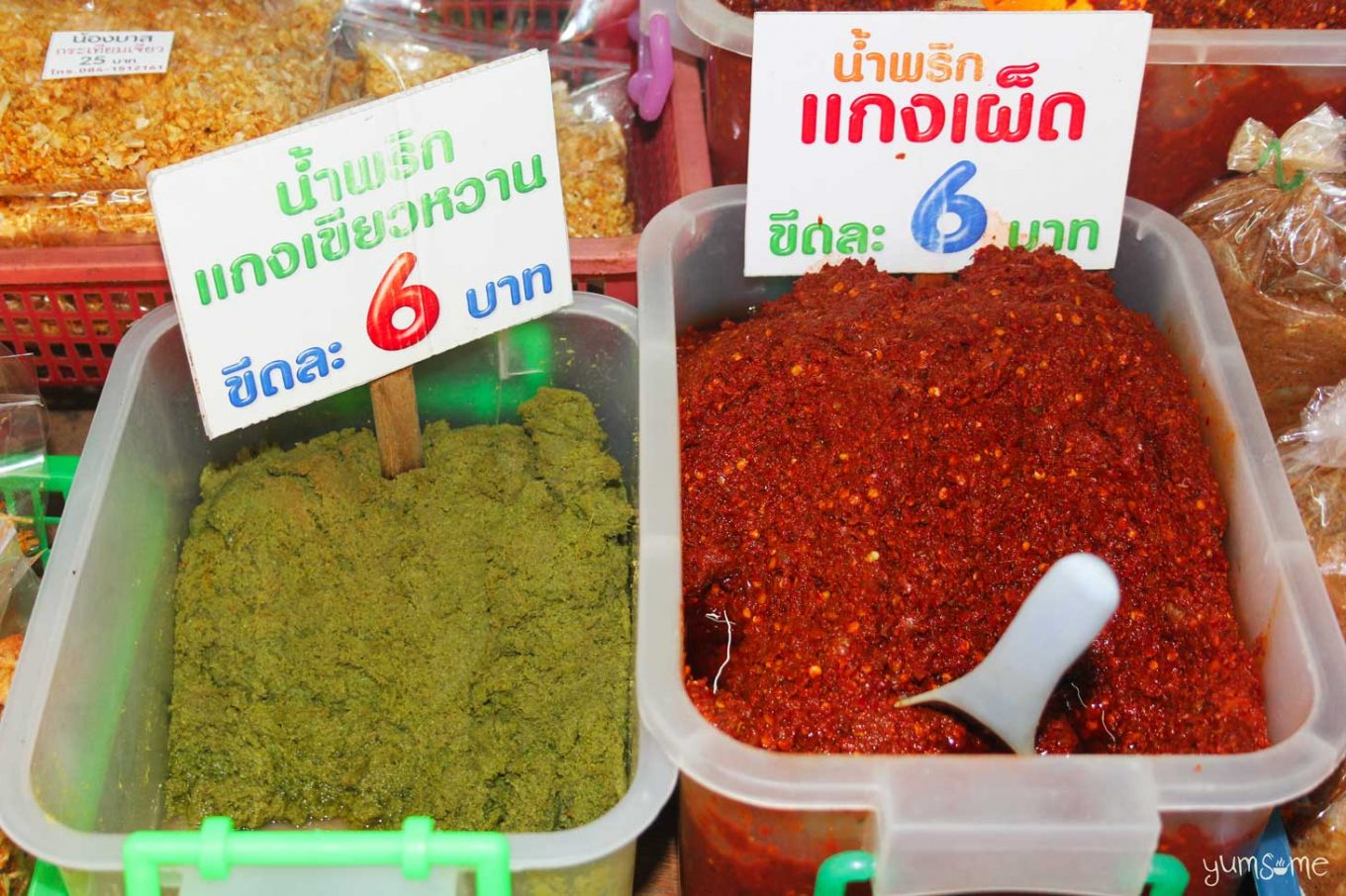 Red and green curry pastes for sale at Kad Ton Payom, Chiang Mai. | yumsome.com