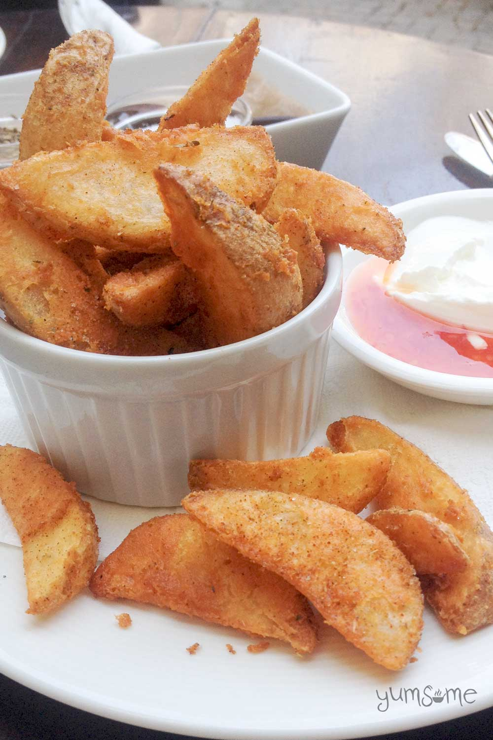 Potato wedges with veganaise and chilli sauce.