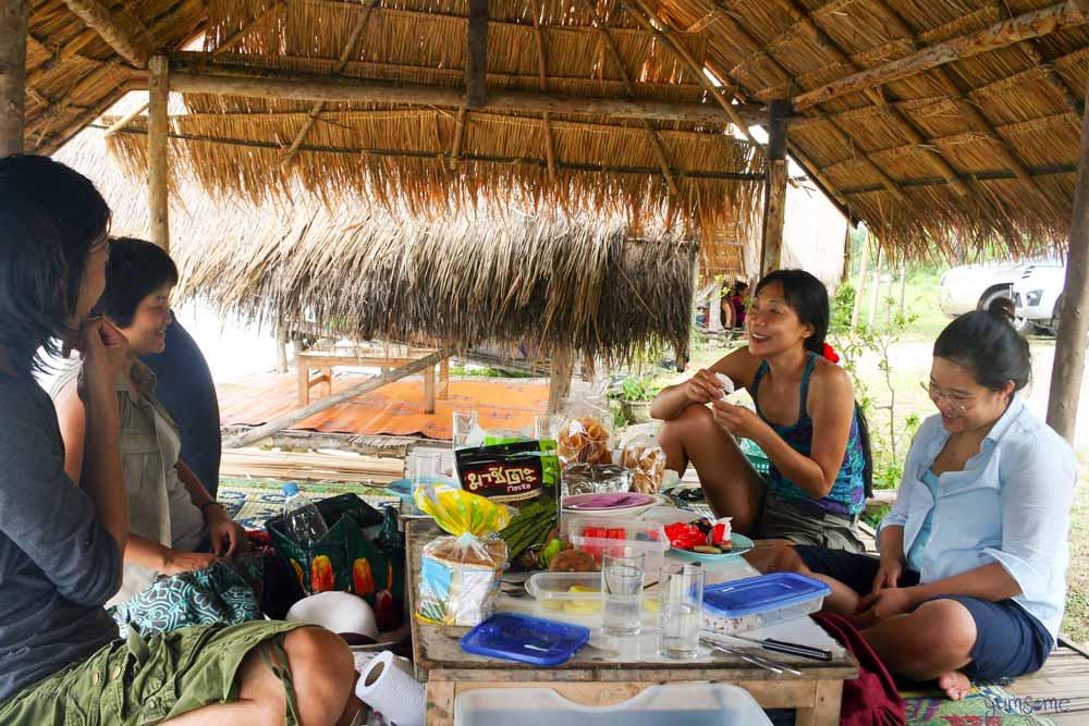 Friends enjoying food at Huay Tung Tao Lake, Chiang Mai.