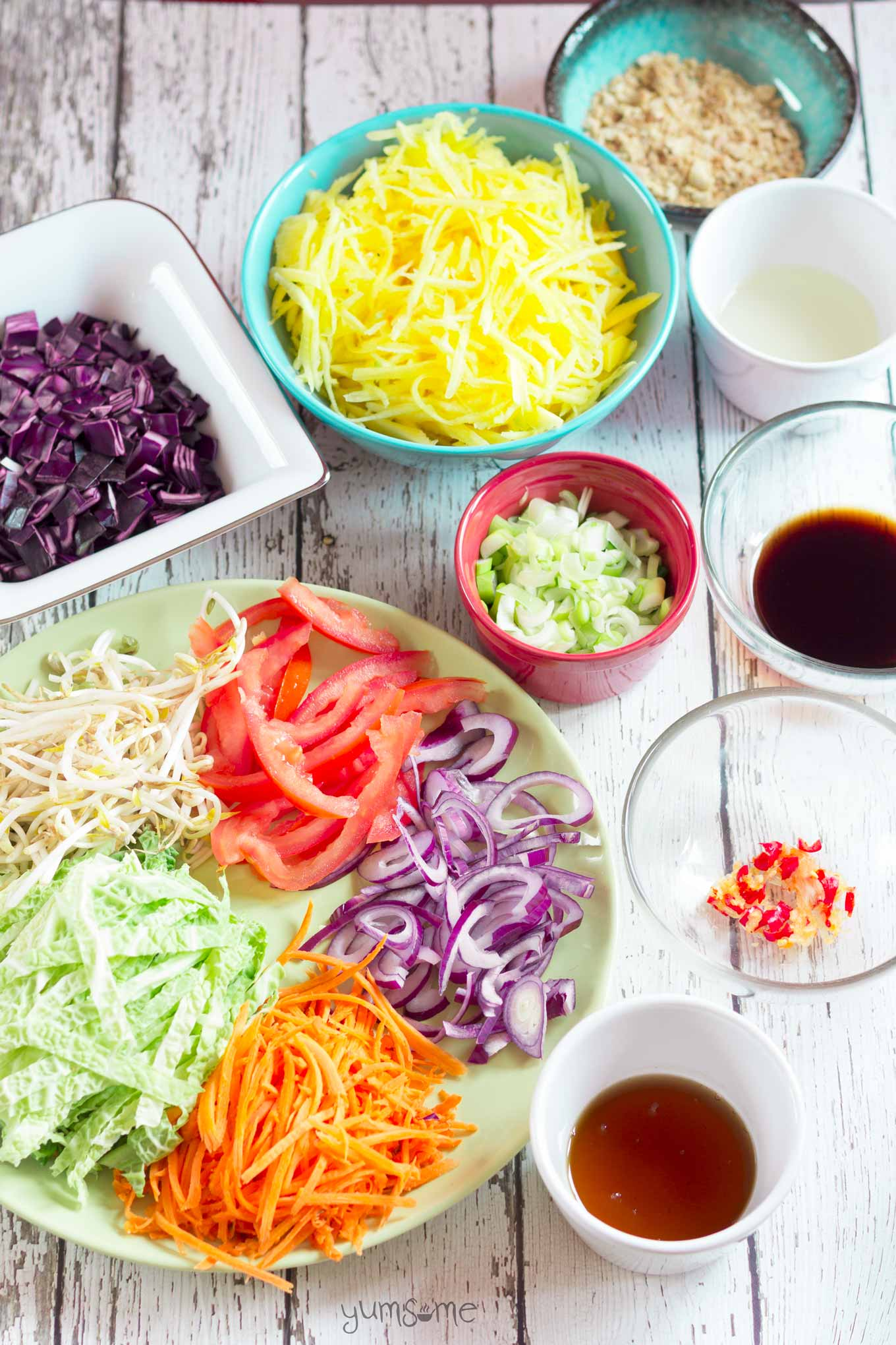 Ready in 20 mins, vegan som tam is a simple, delicious Thai salad made with crunchy vegetables dressed in a fresh and zingy hot, sour, salty, sweet sauce. | yumsome.com