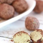Light and creamy, with a refreshing green tea flavour, these vegan chocolate matcha truffles make for a perfect gift... or a decadent treat for yourself! | yumsome.com