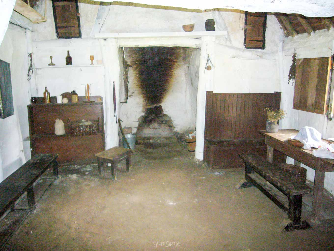 Holdenby 17th century cruck house interior | yumsome.com