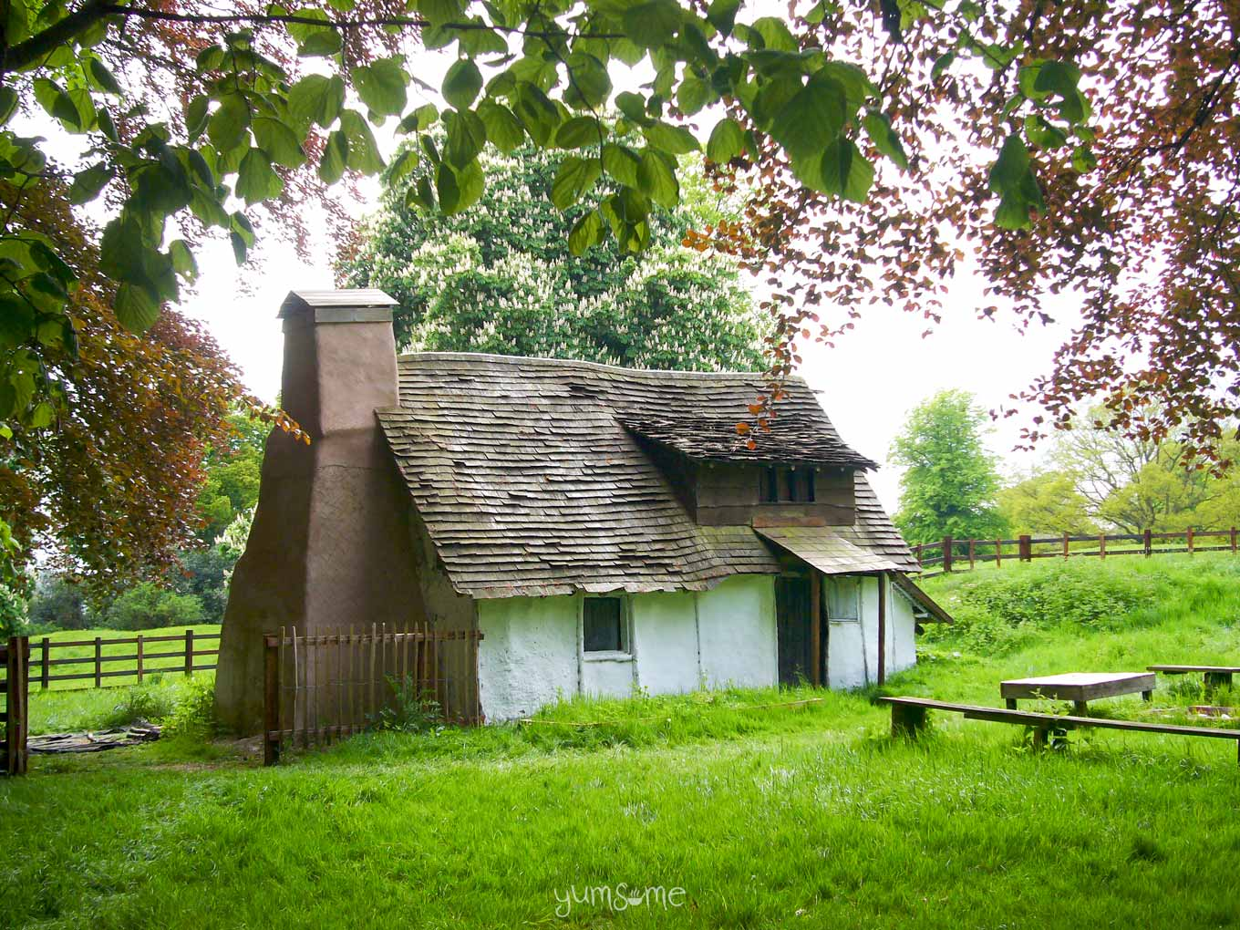 Holdenby 17th century cruck house exterior | yumsome.com