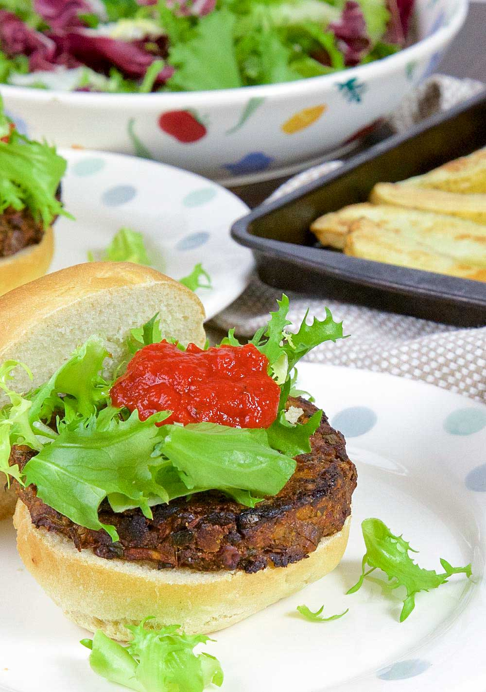green lentil burgers with sweet pepper sauce | thinlyspread.co.uk