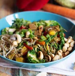 Vegan beef, ginger, and pineapple stir-fry with cashews | yumsome.com