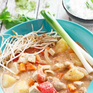 vegan Thai massaman curry close-up | yumsome.com