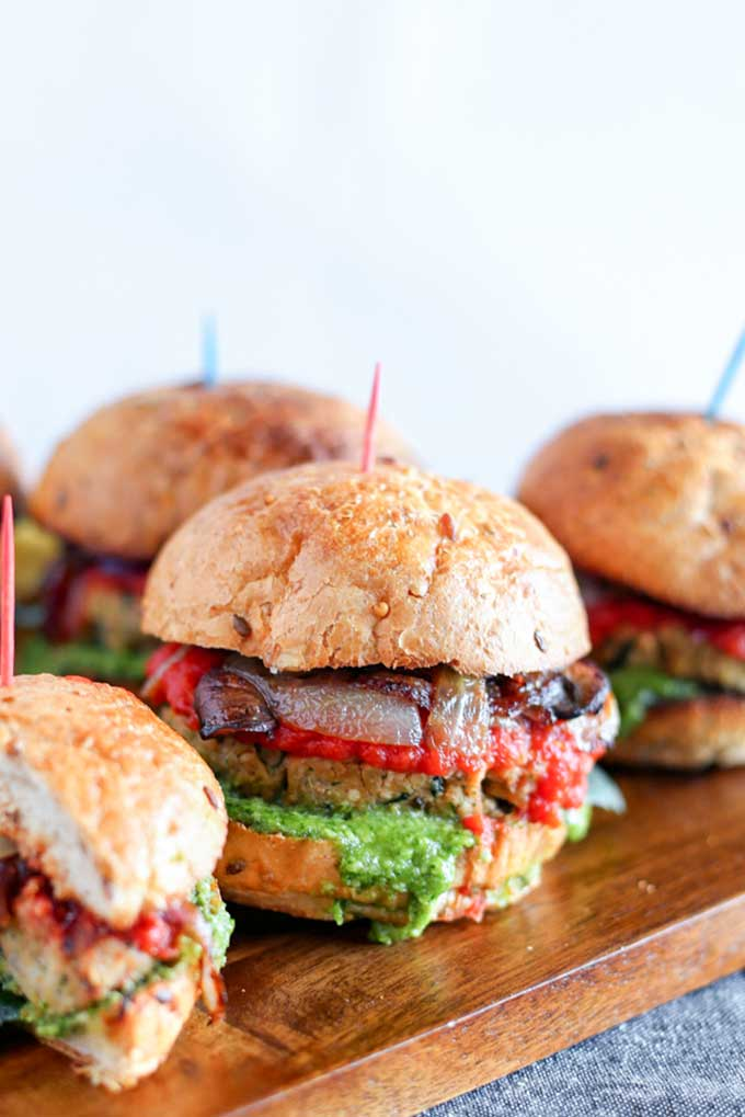 Grilled tempeh sliders with pesto | pastabased.com