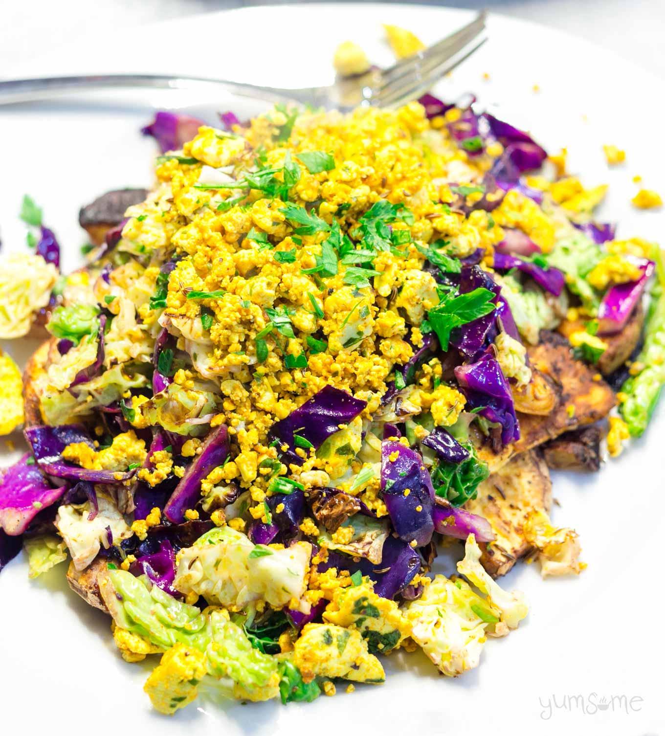 closeup of spicy tofu scramble | yumsome.com