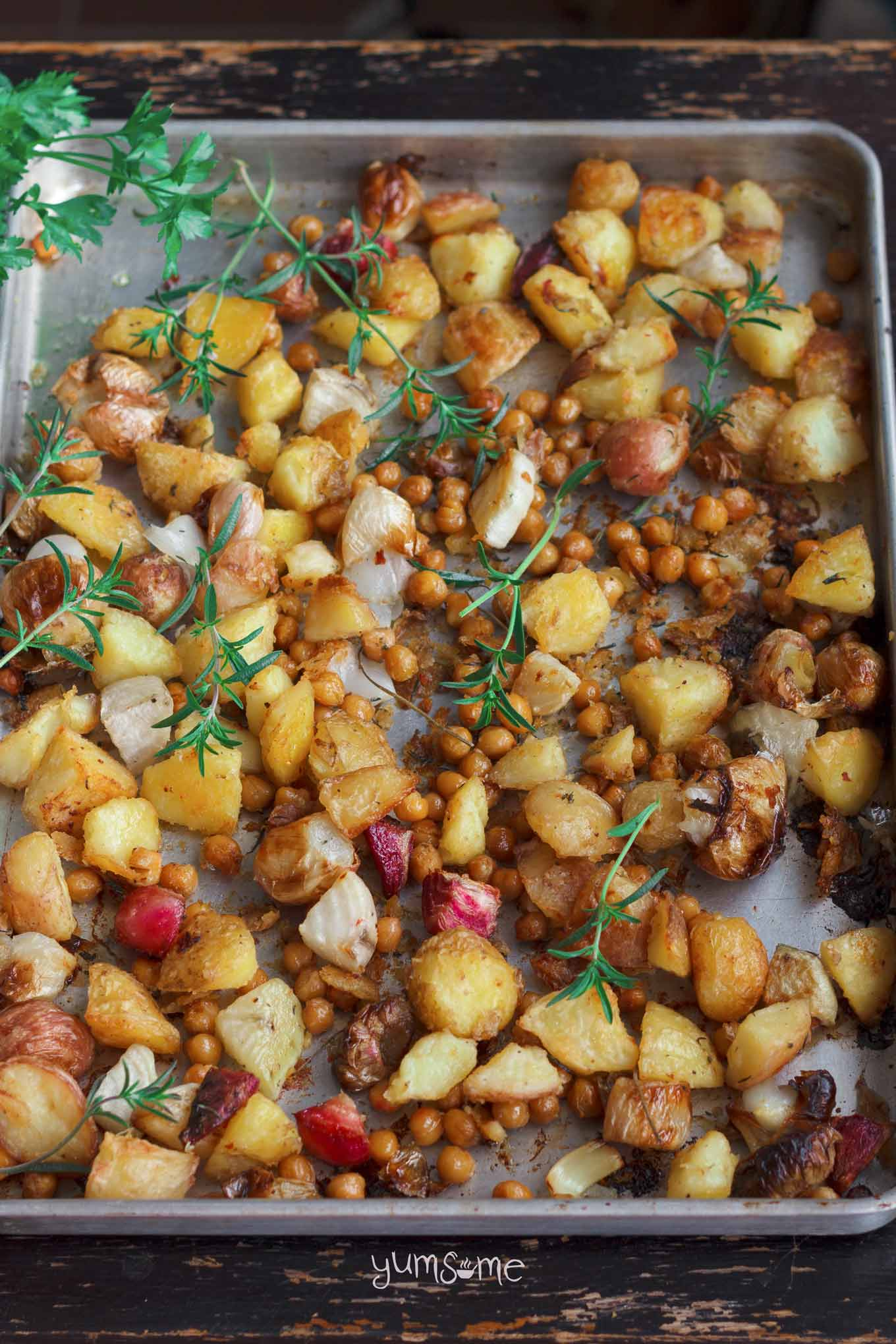 roast vegetables and chickpeas in a pan | yumsome.com