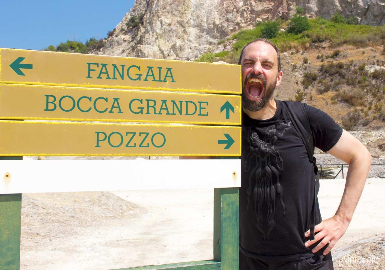 la bocca grande sign at la solfatara, Pozzuoli | yumsome.com