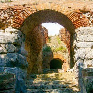 Arch at Anfiteatro Flaviano, Pozzuoli | yumsome.com