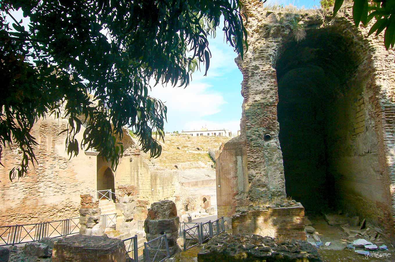 Anfiteatro Flaviano, Pozzuoli | yumsome.com