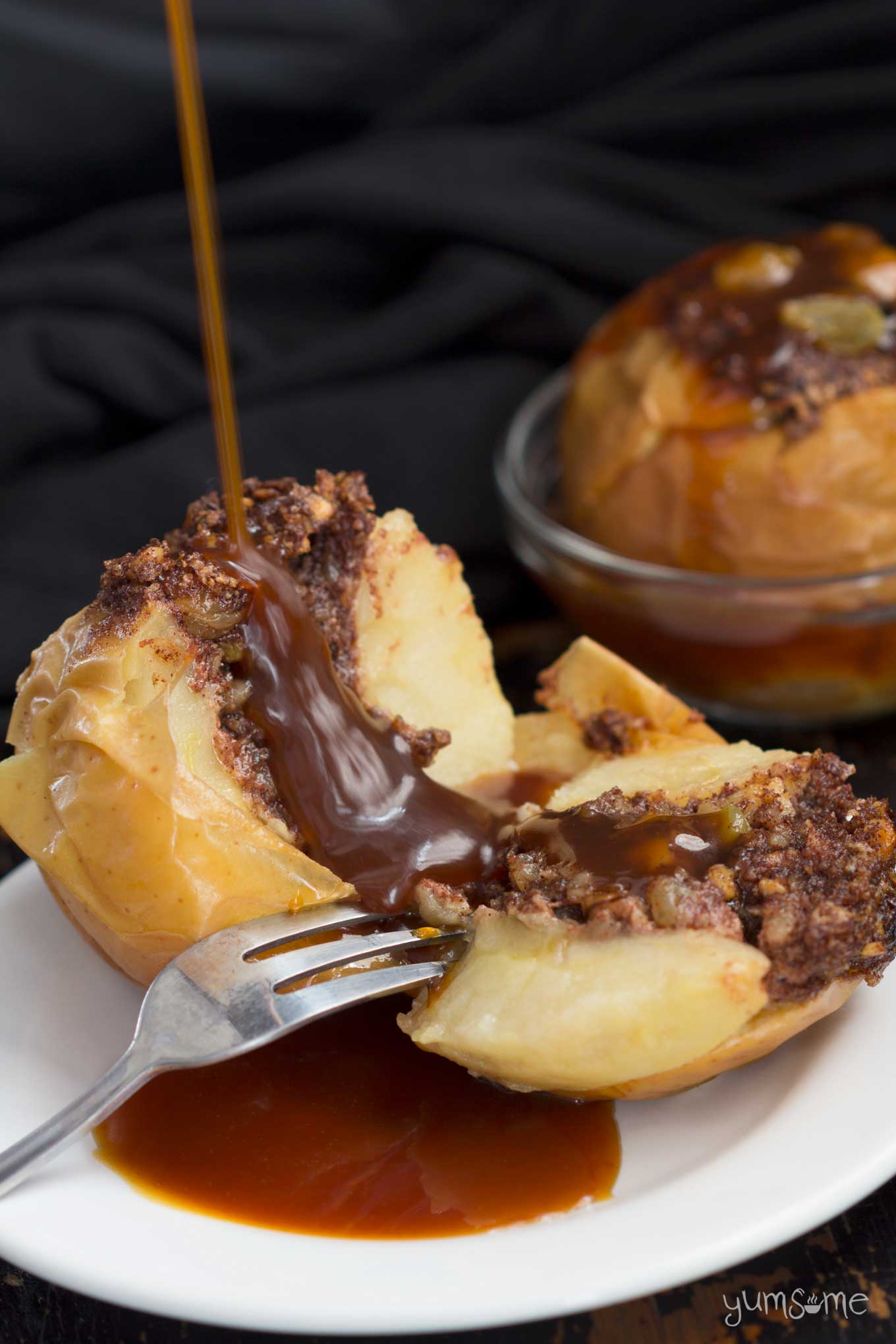 caramel drizzled baked apples drizzled with miso caramel sauce | yumsome.com