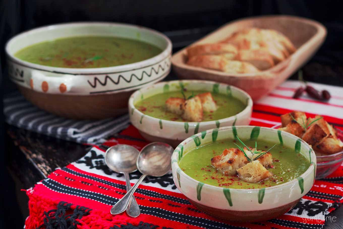 Quick 'n' Easy Piquant Pea & Leek Soup   yumsome.com