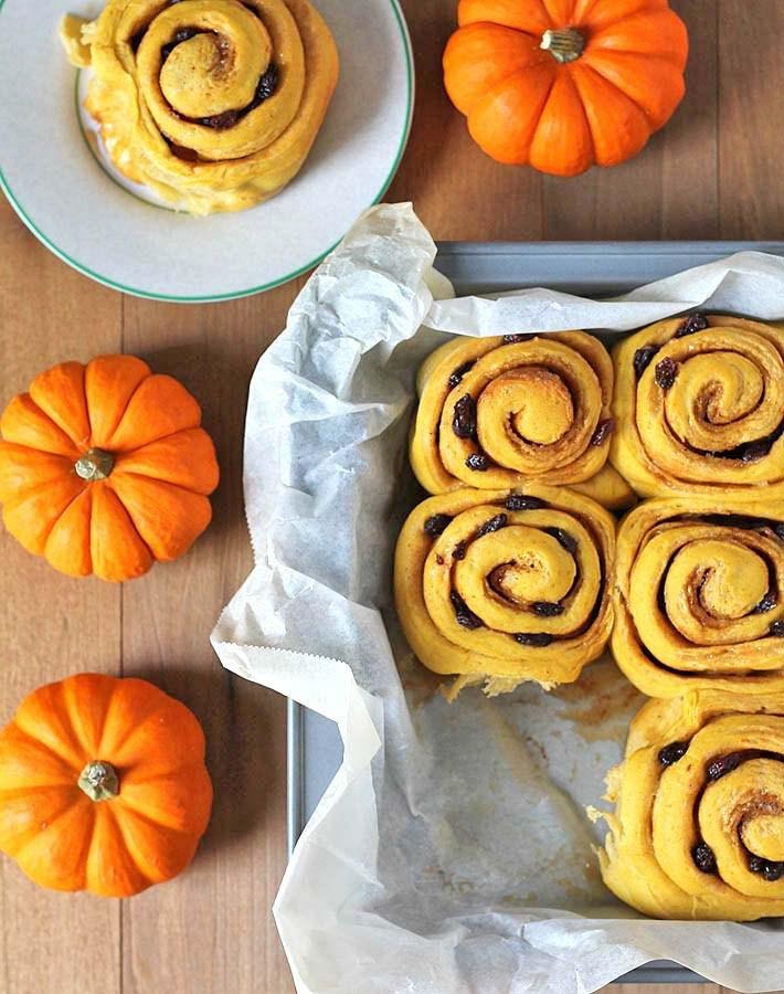 Vegan Pumpkin Cinnamon Rolls | delightfuladventures.com