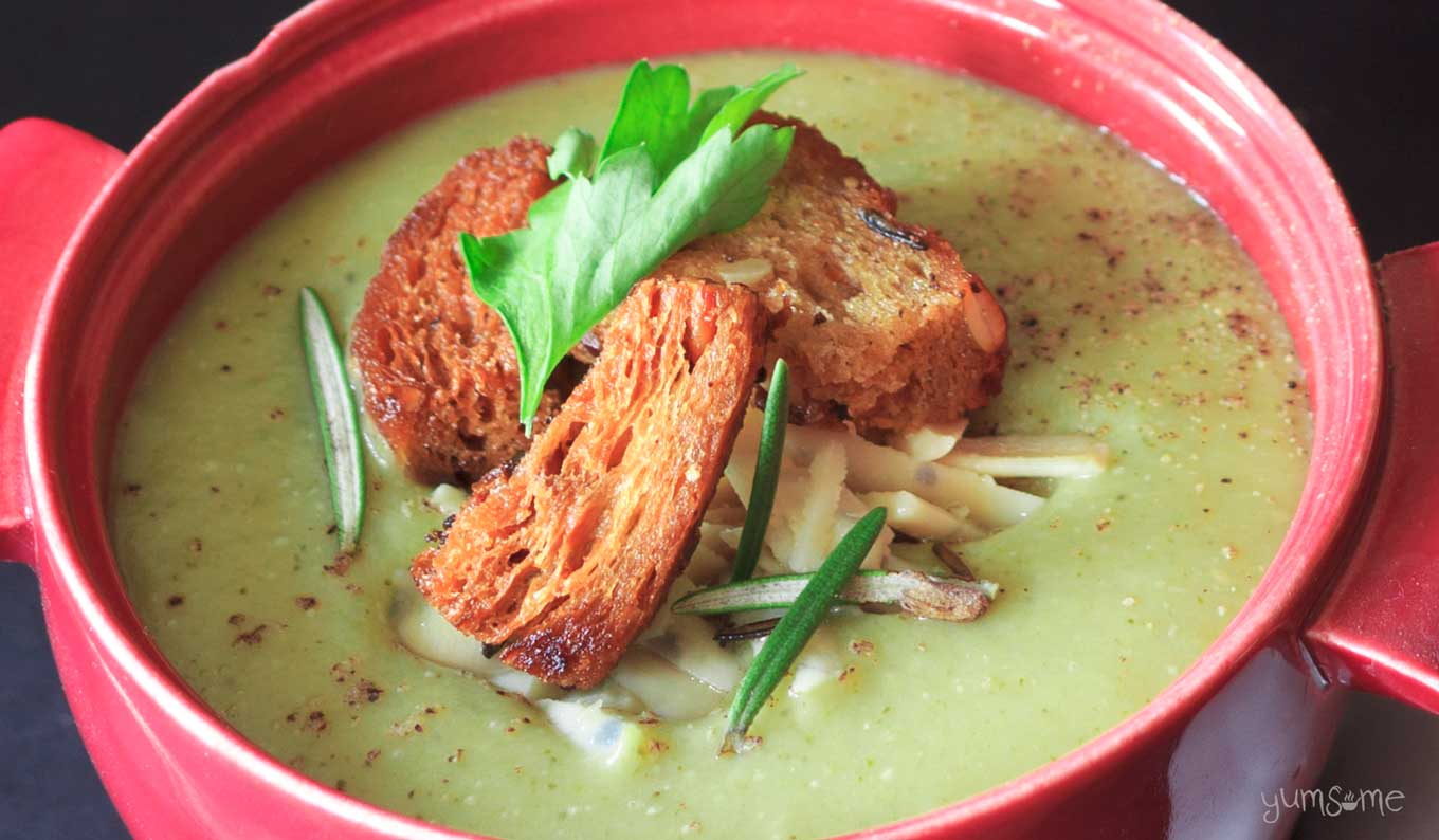 6 minute vegan broccoli and cheese blender soup with croutons | yumsome.com